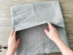 DIY Envelope Pillow Cover Tutorial (Step by Step with Photos) Sewing Hacks, Sewing Projects, Sewing Ideas, Sewing Patterns, Envelope Pattern, Diy Couch, Small Pillows, Craft Day, Couch Covers