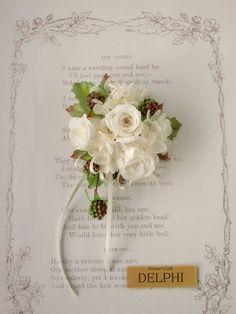 【受注製作】バラと野いちごのコサージュ(ケース付き)