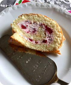 kleine fluchten: Biskuitrolle mit Erdbeer-Quark { Ich back's mir }