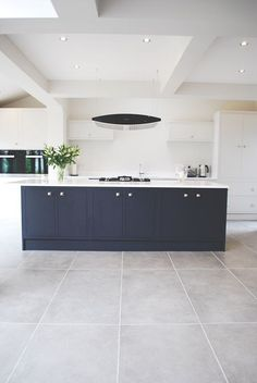 Alluring Kitchen Floor Ideas You Must Have 80 Amazing Kitchen Floor Ideas Beautiful Kitchen Floor Ideas. We're pretty sure you'd love to have these at home, For kitchen flooring, durability and ease of cleaning are top criteriatoo. Living Room Flooring, Living Room Kitchen, Living Rooms, Living Spaces, Küchen Design, Floor Design, Design Trends, Design Ideas, New Kitchen Cabinets