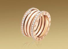 비제로원 링. 18kt 핑크 골드 소재에 파베 다이아몬드 세팅.