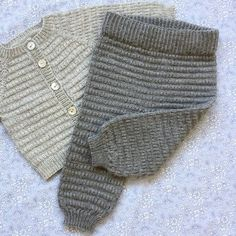 babyhosen Let Og Lun Bukser Str. Baby Cardigan, Knit Baby Pants, Knitted Baby Clothes, Baby Leggings, Crochet Clothes, Knitting For Kids, Baby Knitting Patterns, Sewing For Kids, Baby Sewing