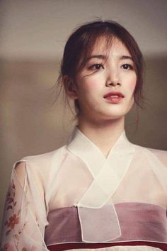 Suzy looking absolutely marvelous in a hanbok in the December 2015 issue of Look. I hope the peo Korean Traditional Dress, Traditional Fashion, Traditional Wedding, Traditional Dresses, Korean Dress, Korean Outfits, Korean Beauty, Asian Beauty, Jane Austen