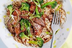 The sweet-savory flavors of Korean barbecued meats lure me in every time — especially when served alongside a big bowl of fluffy rice. The combination of honey, soy sauce, and sesame transforms affordable flank steak into a dish that rivals the one at your favorite Korean restaurant. Here's how to skip the grilling and make a delicious one-pan bulgogi-style beef rice bowl on a busy weeknight, complete with broccoli so that you don't have to make an extra side dish or vegetable.