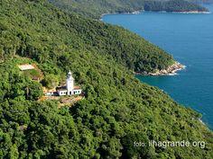 Farol dos Castelhanos, na Ponta de Castelhanos, Ilha Grande, litoral do estado do Rio de Janeiro, Brasil.