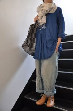 Love the look of denim/blue with grey plus the saddle tan shoes, big bag, and scarf - khadi&co