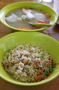 Fish Noodles in Sabah Borneo. Dry style noodles with a bowl of soup fish. A local specialty. #food #localfood