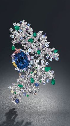 Cote D'Azur Anna Hu brooch set with one 58.39ct sapphire lavishly mounted in a unique and multi-gem setting (estimate: SFr. 2,350,000 - 3,300,000 / US$2.5 - 3.5 million).