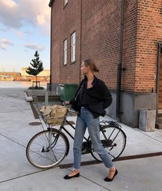 breakfast with bees - out-andabout: amalie moosgaard l out-andabout Pants Outfits, Style Outfits, Fashion Outfits, Fashion Tips, Fashion Ideas, Cute Outfits, Easy Style, Style Me, Foto Fashion