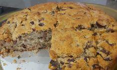 Χορταστικό Αλμυρό κέικ με ελιές και κόκκινες ψητές πιπεριές Quiche, Banana Bread, Muffin, Pie, Breakfast, Desserts, Food, Torte, Morning Coffee