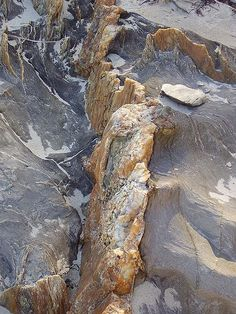 Hydrothermal Ore Veins | The Geology of Hydrothermal Quartz Veins that are Gold Bearing