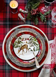 20 Beautiful Christmas Table Setting Ideas To Bring Warmth At Home! Christmas Table Settings, Christmas Tablescapes, Christmas Table Decorations, Holiday Tables, Holiday Decor, Tartan Christmas, Rustic Christmas, Christmas Home, Christmas China