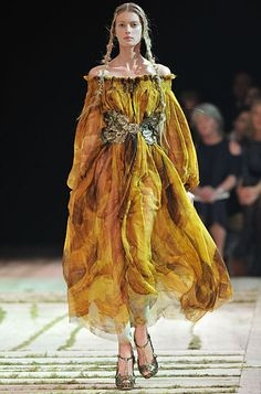 Congrats Sarah Burton on you're first Alexander McQueen Collection!  The founder will always be missed but what a great job on maintaining his theatrical other-worldly, fairy tale aesthetic.