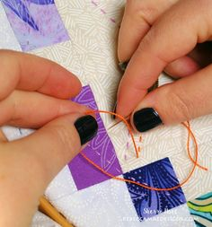 How to do Big Stitch Hand Quilting with Perle Cotton tutorial How to hand quilt with perle cotton - big stitch quilting tutorial Hand Quilting Patterns, Quilting Tips, Free Motion Quilting, Quilting Tutorials, Machine Quilting, Quilting Projects, Sewing Projects, Sewing Stitches, Sewing Tips