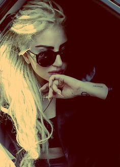 Lady Gaga with dreads Pretty People, Beautiful People, Lady Gaga Artpop, Divas, Blonde Dreads, Blonde Hair, Lady Gaga Pictures, Goddess Of Love, Looks Cool