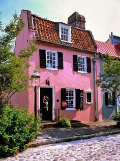 Oldest building in Charleston, SC.