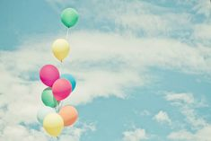 pastel rainbow balloons in the sky Image Tumblr, What's My Favorite Color, Photo Deco, Bubble Balloons, Pastel Balloons, Colourful Balloons, Bubbles, Glitter Balloons, Rainbow Balloons