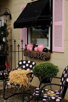 @ tasteduds Holman ---perfect pink & black Halloween for baby Adalynn! every time I see pink and black I think of her :) Perfect Pink, Pretty In Pink, Fete Halloween, Pink Halloween, Halloween Queen, Halloween Porch, Black Pumpkin, Polka Dot Chair, Pink Pumpkins