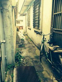 KimJongSeo @KimJongSeo / 오래된 식당 왔다가 마치 시간이 멈춘듯한 골목이 눈에 들어왔습니다~~ / #골목 #길 #놓아두기 / 2013 10 08 /