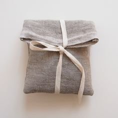 Sweet little bags for wrapping jewelry - la casita  #gifts  #giftwrappingideas  #gray