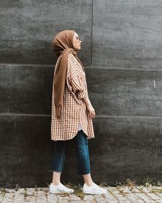Hijab styles 771663717383287523 - Image may contain: 1 person, standing Source by Modern Hijab Fashion, Street Hijab Fashion, Hijab Fashion Inspiration, Muslim Fashion, Modest Fashion, Fashion Outfits, Modest Outfits Muslim, Casual Hijab Outfit, Hijab Chic