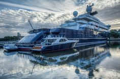 Wow! The 126m Mega Yacht OCTOPUS by Lürssen and HDW.