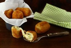 Crochete de cartofi umplute cu cașcaval, rețetă video