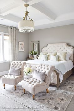 The 12 Most Stunning and Best Bedroom Paint Color Ideas Greige bedroom wall color! Bedding Master Bedroom, Small Master Bedroom, Farmhouse Master Bedroom, Master Bedroom Design, Home Decor Bedroom, Bedroom Furniture, Bedroom Designs, Diy Bedroom, Trendy Bedroom