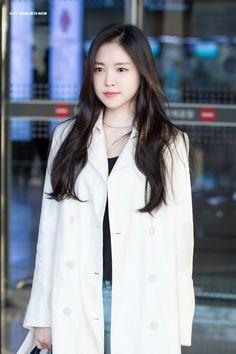 Ahn Jae Hyun, Kpop Girl Groups, Kpop Girls, Cinderella And Four Knights, Eunji Apink, Son Na Eun, Cold Weather Fashion, Grunge Girl, Beautiful Asian Girls