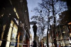 from panka with love: Me heart Art: Esős napok Christophe Jacrot szemével Guy Debord, Christophe Jacrot, Street Photography, Art Photography, Cool Pictures, Cool Photos, Random Pictures, Under The Rain, Sound Of Rain