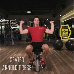 6 haftada fit programının 2. haftasının sekizinci hareketi: SEATED ARNOLD PRESS: Oturur pozisyonda dumbell'ları elinize alın. Avuç içleriniz size dönük olacak şekilde dumbell'ları tutun. Kollarınızı iki yana doğru açarken avuçlarınız dışa dönecek şekilde bileklerinizi çevirin. Kollarınızı yukarıya uzatın.