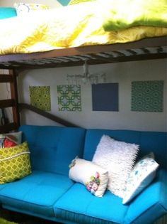 Bright and useful idea-turn a bottom bunk into a sofa
