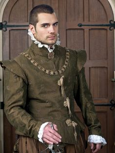 Henry Cavill the only reason I watch The Tudors!!!