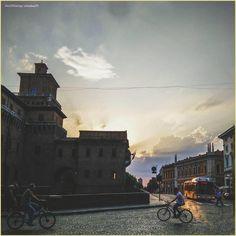 The beauty of an everyday #sunset.  La #PicOfTheDay #turismoer di oggi ammira luci ed ombre di un caldo #tramonto estivo a #Ferrara 🌅 Complimenti e grazie a @Lookaa79 / Today's #PicOfTheDay #turismoer admires lights and shadows of a warm #summer sunset in Ferrara 🌅 Congrats and thanks to @Lookaa79