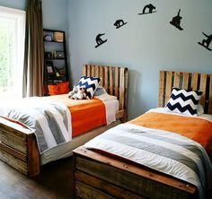 Matching twin beds | Creative Ways to Repurpose Pallets