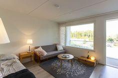 Sopivankokoisilla kalusteilla yksiöön mahtuu hyvin sekä olohuone että makuuhuone.