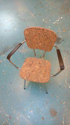 Een unieke stoel: Hergebruikt buizenframe met kurken zitting. Dining Chairs, Furniture, Home Decor, Decoration Home, Room Decor, Dining Chair, Home Furnishings, Home Interior Design, Dining Table Chairs