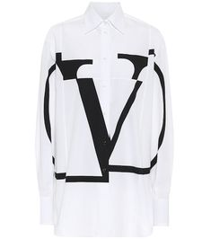 Embrace monochromatic finesse with this VLOGO-print shirt from Valentino. The brand's insignia is split – in contrasting black against a crisp white cotton base – over the front of this design for instant statement status. Valentino Shirt, Valentino Clothing, Leopard Jacket, Satin Top, Silk Satin, Leopard Print Top, Flare Pants, Women Swimsuits, World Of Fashion