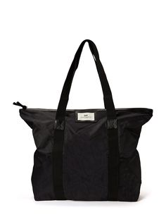 Day Birger et Mikkelsen - Gweneth Bag Nylon Something That I Want, Things To Buy, Stuff To Buy, Nylon Bag, Winter Colors, Fasion, Bag Accessories, Gym Bag, Girl Outfits