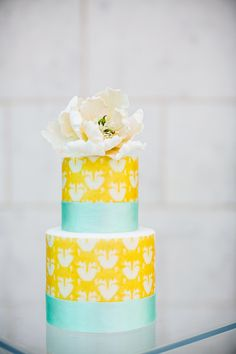 aqua and yellow wedding cake Creative Wedding Cakes, Wedding Cake Photos, Wedding Cake Designs, Metallic Wedding Cakes, Painted Wedding Cake, Gorgeous Cakes, Pretty Cakes, Lemon Wedding Cakes, Wedding Cake Inspiration