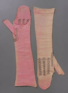 Pair of Mitts: probably French, late 18th or early 19th century  http://zoom.mfa.org/fif=sc9/sc94146.fpx=iip,1.0=960=jpeg