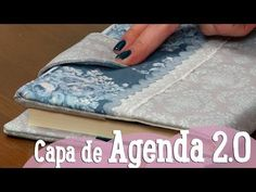 Estojo para o Regresso às Aulas - Costura com Riera Alta - YouTube Sewing Hacks, Sewing Tutorials, Sewing Projects, Sewing Patterns, Diy Notebook, Tablet Cover, Handmade Books, Bookbinding, Free Sewing