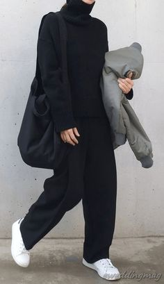25 Amazing Women Streetstyle With Sneaker - My Daily Pins Winter Fashion Outfits, Look Fashion, Korean Fashion, Fall Outfits, Black Outfits, Male Street Fashion, 20s Fashion, Fashion Weeks, Milan Fashion