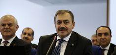 Eroğlu, komisyon üyelerine lokum ikram etti