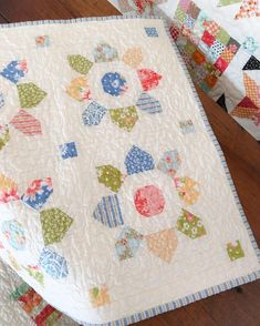 The Mini Blossom quilt pattern by Fig Tree & Co. sewn by Carried Away