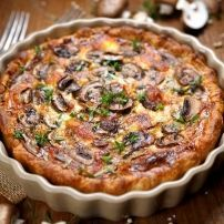 Hartige Taart met Champignons, Salami en Mozzarella.