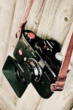 Leica M4P with Voigtlander 21mm f4 lens and viewfinder, Voigtlander VCII meter (by chiscocks)
