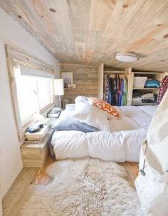 Dressing ouvert en bois Comfy Bedroom, Bedroom Loft, Bedroom Decor, Bedroom Ideas, Loft Room, Dream Bedroom, Wooden Bedroom, Bed Room, Master Bedroom