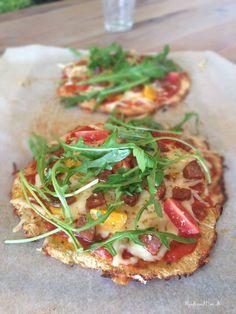 Bedste LCHF-pizza med sprød, fast bund (m/ revet blomkål) Banting Recipes, Low Carb Recipes, Real Food Recipes, Healthy Recipes, Healthy Dinners, A Food, Good Food, Food And Drink, Vegan Food