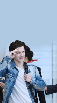 ehhhhehhh I love him Tom Holand, Tom Holland Peter Parker, Tommy Boy, Men's Toms, Zendaya, Celebs, Celebrities, Teen Wolf, Cute Guys